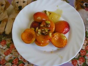 Horké meruňky s mandlemi a pistáciemi