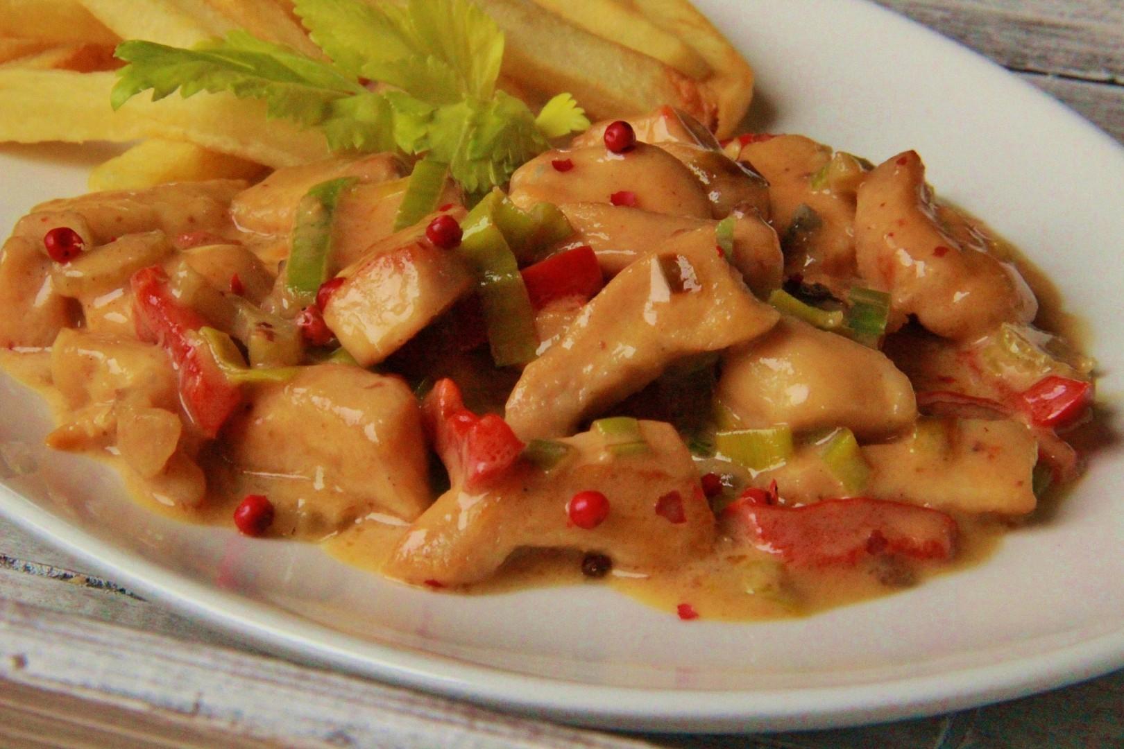Kuřecí nudličky s červeným (růžovým) pepřem a gorgonzolou