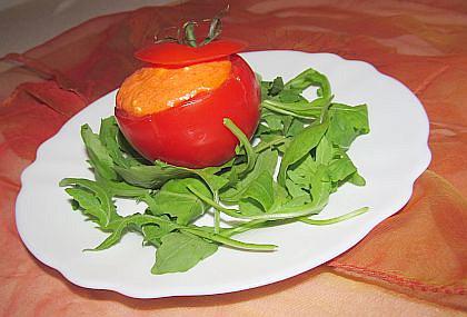 """""""Nízkokalorická svačinka"""": Plněné rajče s pečenou paprikou"""