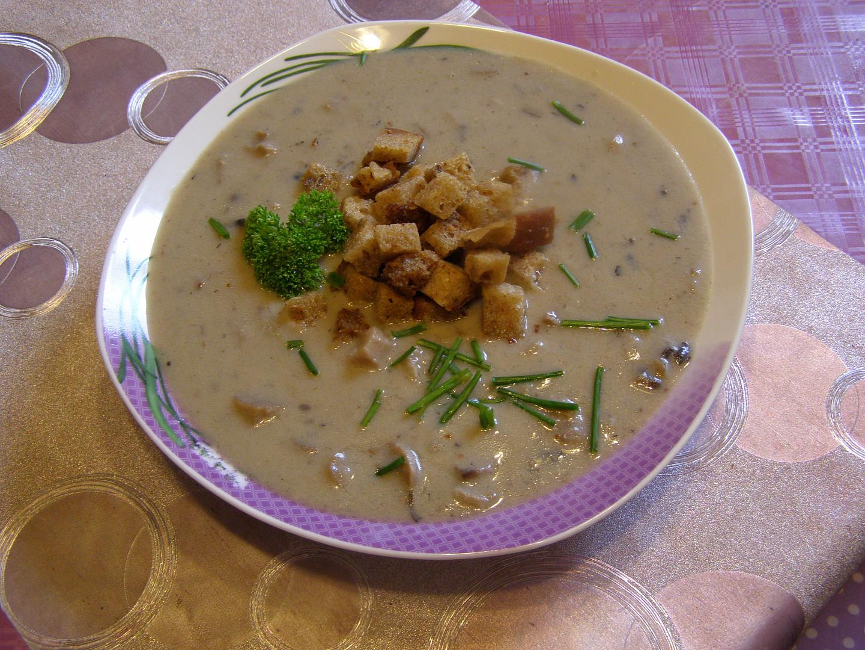Polévka ze žampiónů s máslovými krustičkami