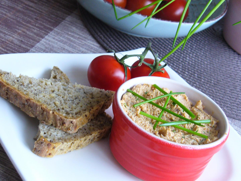 Pomazánka z tofu, mandlí a sezamu