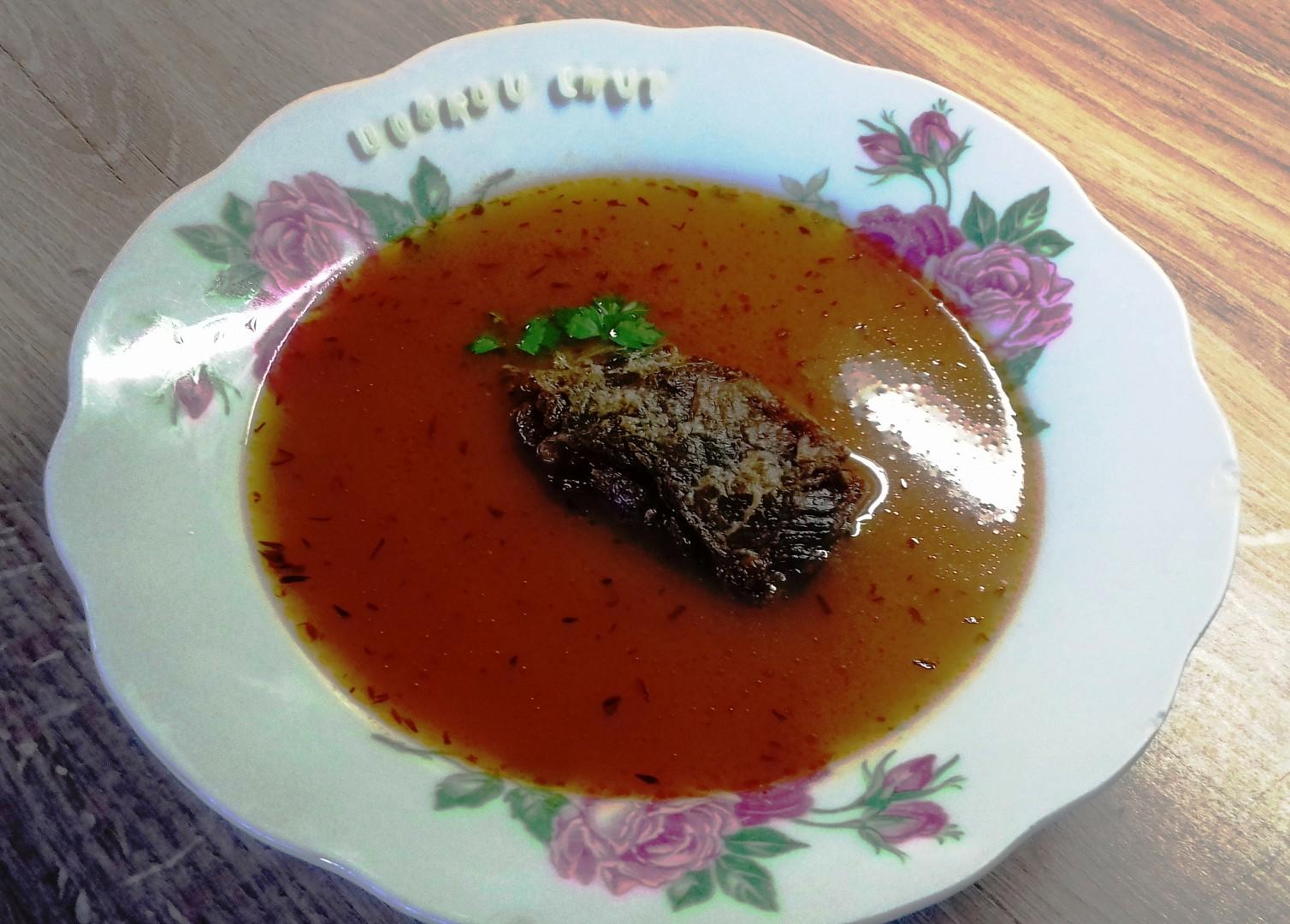 Rajská polévka s pečeným hovězím žebrem a písmenky