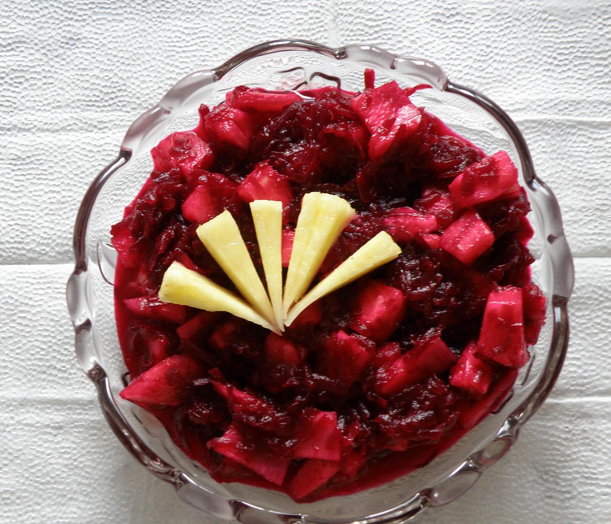 Salát z ananasu a červené řepy